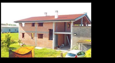 Casa indipendente in vendita in via Ronchi, 54
