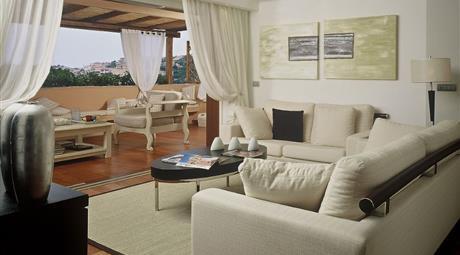 """Residenza nel centro di Porto Cervo, posizione tranquilla e soleggiata con l'assoluta caratteristica tipica del """"lock up & go""""."""