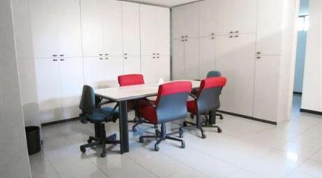 Ufficio ideale per Studio / Ambulatorio professionali, ottimamente ristrutturato.