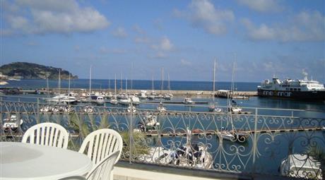 Isola d'Ischia Casamicciola T. CORSO LUIGI MANZI unità immobiliare 5m fronte  mare area pedonale, centro