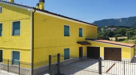 Casa Bifamiliare, Trifamiliare in Vendita in Frazione Melano 88A a Fabriano