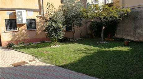 Complesso immobiliare con ampio giardino privato