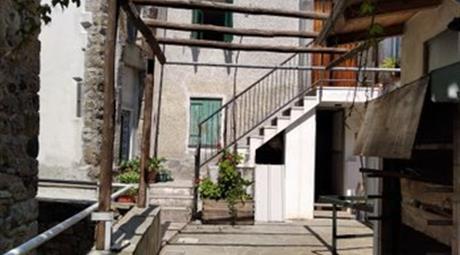 Casa Indipendente in Vendita a Borzonasca