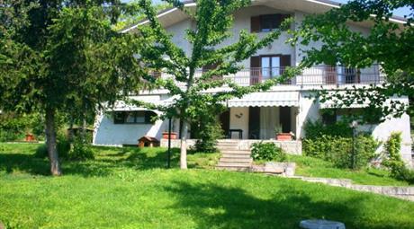 SANTO STEFANO ROERO Villa indipendente con giardino e terreno privato