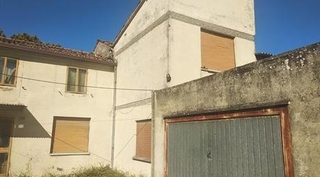 Casa indipendente in vendita a Lusia (RO)
