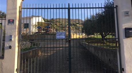 Affittasi villa indipendente con terreno