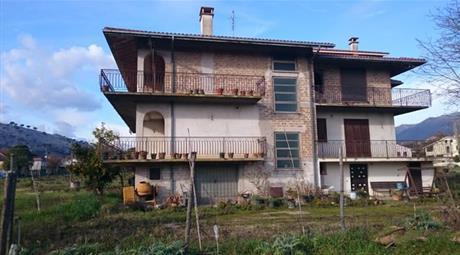 Villa Indipendente di 3 piani
