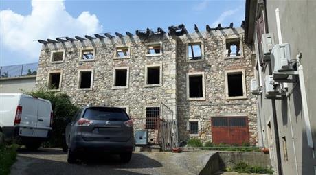 Casa singola su tre livelli in vendita in Soave