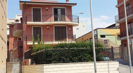 Villa in vendita in via Padre Fedele da San Biagio