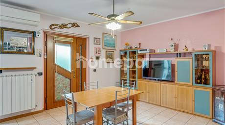 Luminoso appartamento con veranda