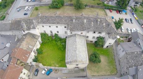 Palazzo / Stabile via Vescovado 2, Chiomonte