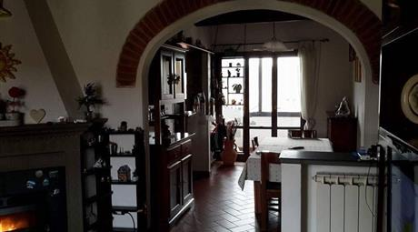 Appartamento su due piani in vendita in via aretina, 100, Montevarchi