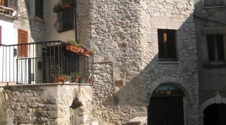 Appartamentino su due livelli da ristrutturare
