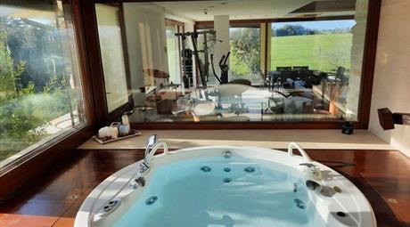 Villa in Vendita in Via Michele Rosi 333 a Fiumicino € 990.000