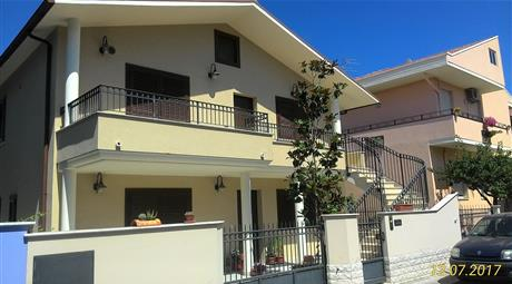 Villa via Gabelli 14, Giulianova