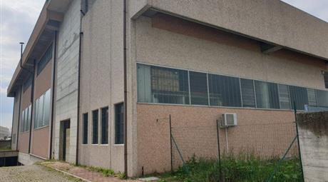 Capannone in Vendita in Via Cagliari 2 a Trezzano Rosa