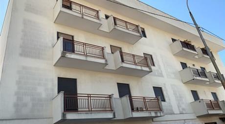 Appartamento in vendita a  Lizzano