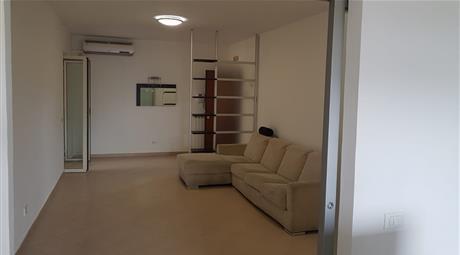 Spazioso e luminoso appartamento di 4 vani completamente arredato