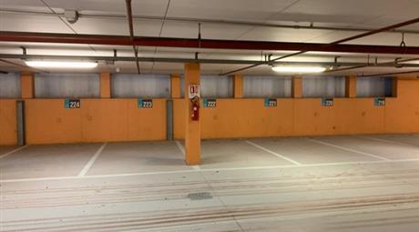 Vendiamo 2 Posti auto nel parcheggio lungomare di Riccione
