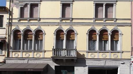 Palazzo storico in Corso Garibaldi a Pordenone