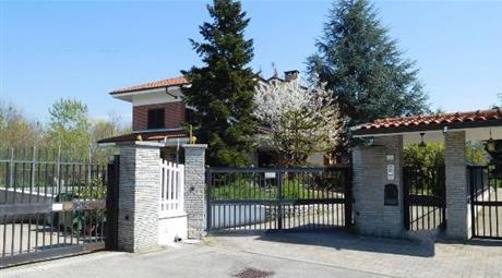 Bellissima villa nuova, con ampio terreno