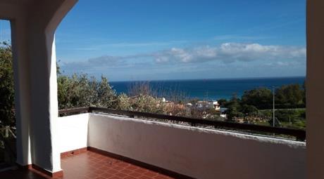 Esclusiva villa con vista panoramica sulla costa