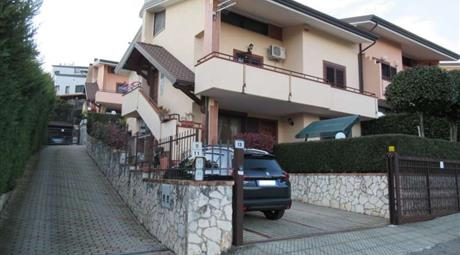 Vendesi splendida Villa di 300 mq nel cuore di Andreotta