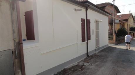 Casa con ingresso indipendente in vendita