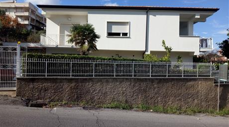 Villa mono o bi-Familiare in vendita