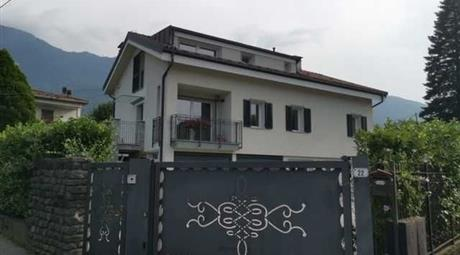 Villa in Vendita in Via al Torrente 22 a Colico