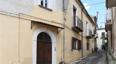 Casa indipendente in vendita in via Giuseppe Mazzini, 75000€