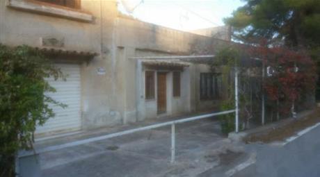 Villetta indipendente suddivisa in 5 appartamenti