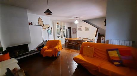 Casa Bifamiliare, in Vendita a Ghiare di Berceto