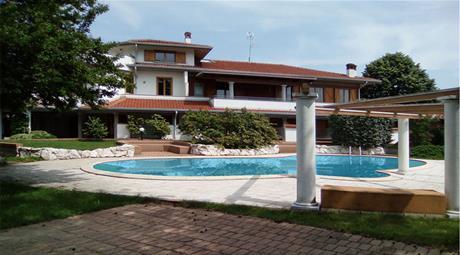 Immobile reddito annuo 54.000 euro a Dorno