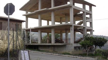 Villa multifamiliare da completare