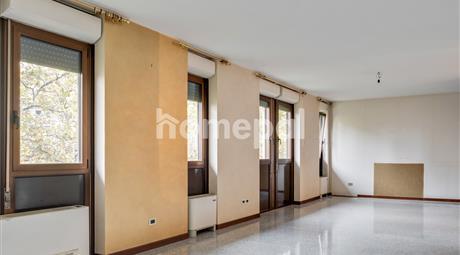 Ampio appartamento con mansarda | Padova Centro