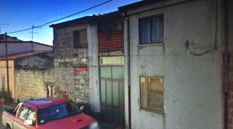 Casa 2 piani + terreno + 2 garage 2 vie Thiesi SS