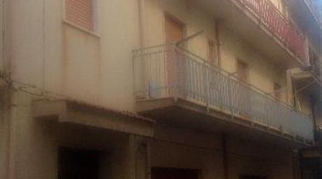 Edificio 330mq due appartamenti box magazzino