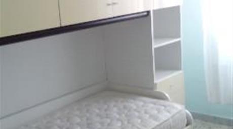 Camera singola in appartamento ammobiliato