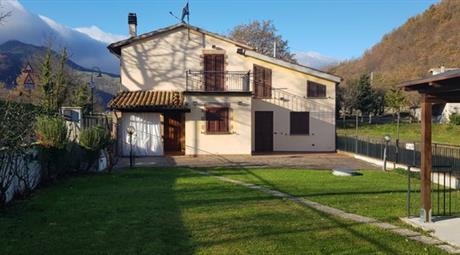 Casa indipendente in vendita in via Celestino Pirucci, 2
