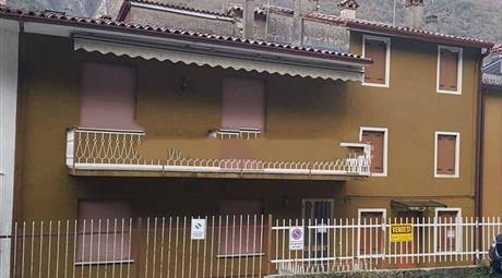 Villa plurifamiliare in vendita