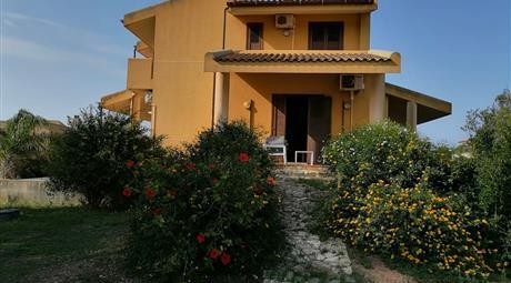 Villa 300 mq con 3000 mq di giardino