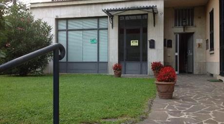 Bilocale uso ufficio a Barzanò