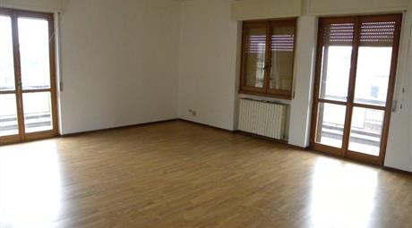 Grande e luminoso appartamento mt/q 175