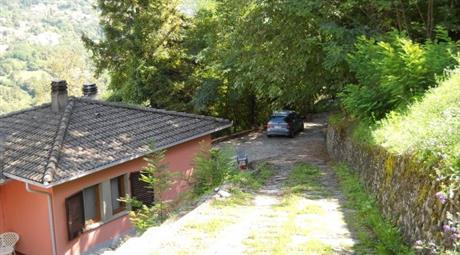 Independent villa of 230 sqm, surrounded by 5,500 sqm of land