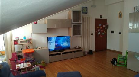 Grande e ampio appartamento mansardato