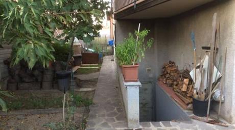Villa singola libera su 4 lati con 2 appartamenti
