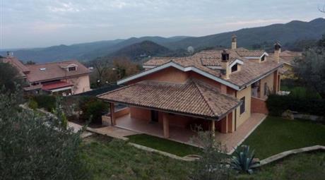 Villa via Lizzera, Tolfa