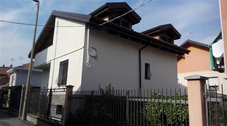 Ampia casa indipendente in zona tranquilla
