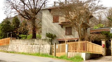 Villetta singola in Affitto in Via IV Novembre 46